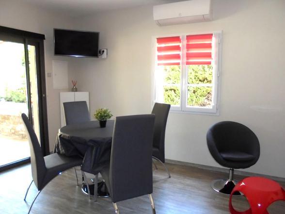 modern huis voor 4 personen huren met airco en zwembad in de Provence aan de Mont Ventoux
