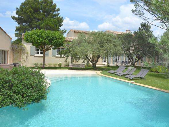 luxe vakantie in de Provence, villa huren voor 10 personen metprivé zwembad en grote buitenkeuken