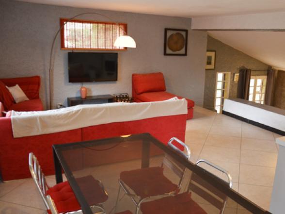 vakantiehuis huren voor 8 personen met zwembad en zicht op de Mont Ventoux