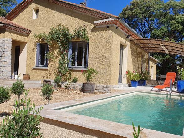 vakantiehuis huren voor 6 personen met airco en privé zwembad en zicht op de Mont Ventoux en de Dentelles de Montmirail