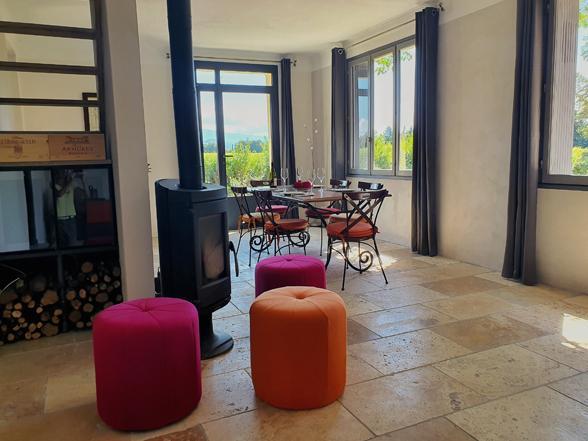vakantiehuis huren voor 4 personen met airco en privé zwembad en zicht op de Mont Ventoux en de Dentelles de Montmirail
