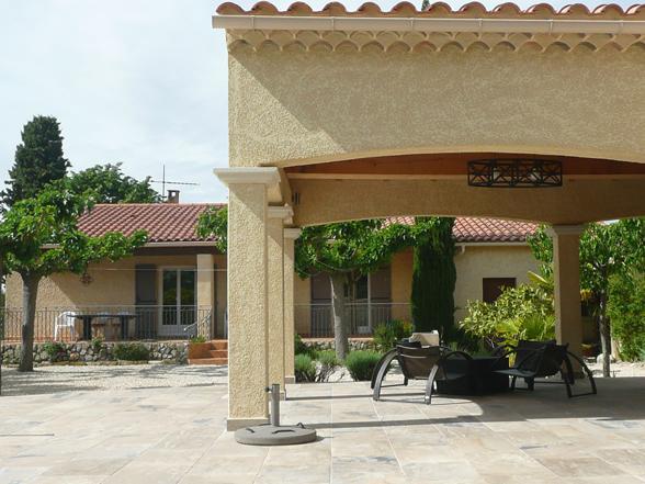 vakantiehuis huren voor 6 à 8 personen met verwarmd zwembad en buitenkeuken
