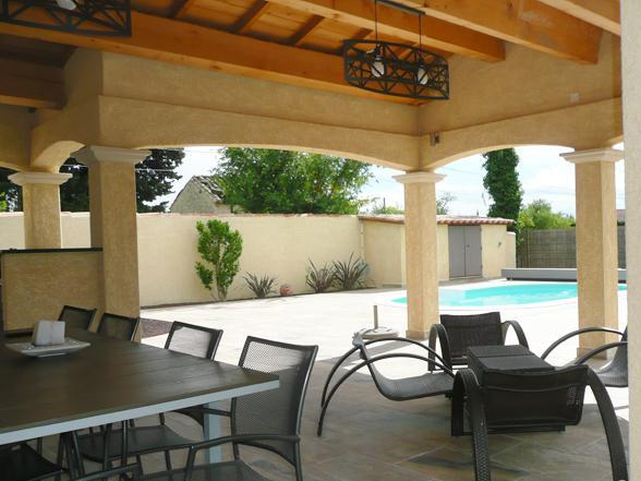 vakantievilla huren van Vlamingen / Belgen in de Provence met verwarmd zwembad en buitenkeuken