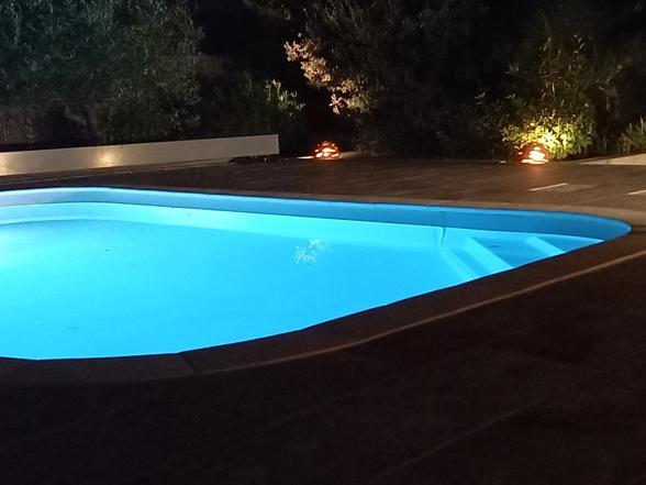 villa huren voor 6 à 8 personen met verwarmd zwembad, poolhouse, buitenkeuken en zicht op de Mont Ventoux