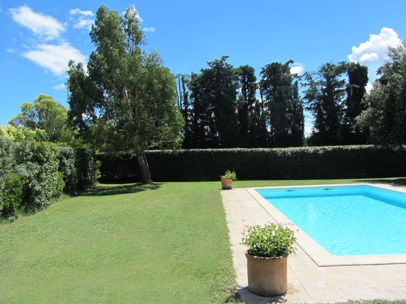 groot huis huren voor 14 personen in de Provence met zwembad en omheinde tuin