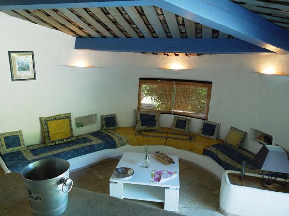 buitenkeuken met bar zwembad Provence huis huren