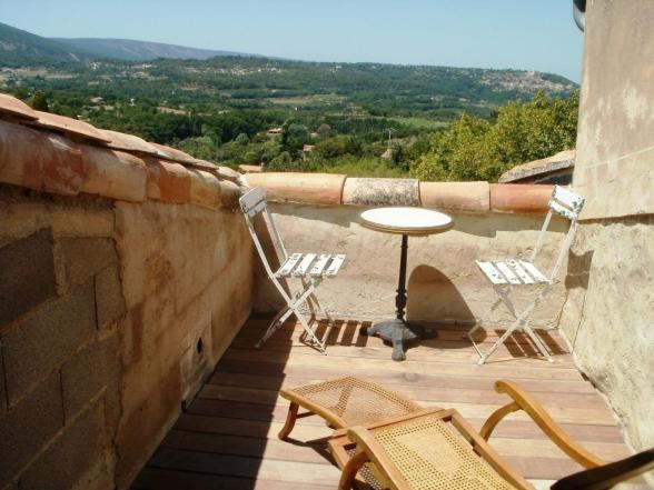 private tropézienne terrace with view of Lacoste
