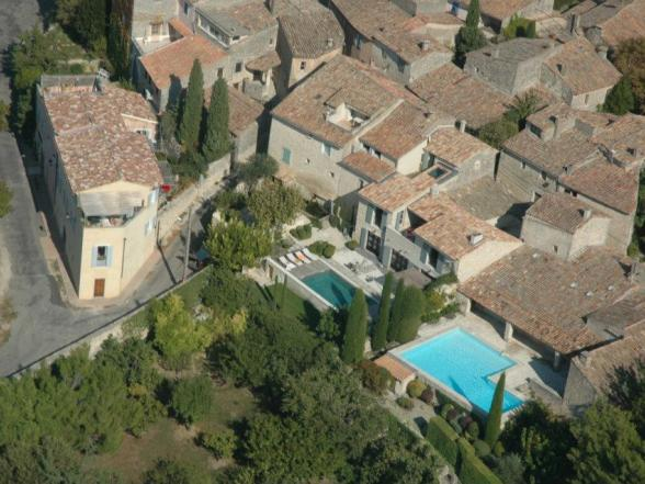 aerial view of the villa in Bonnieux