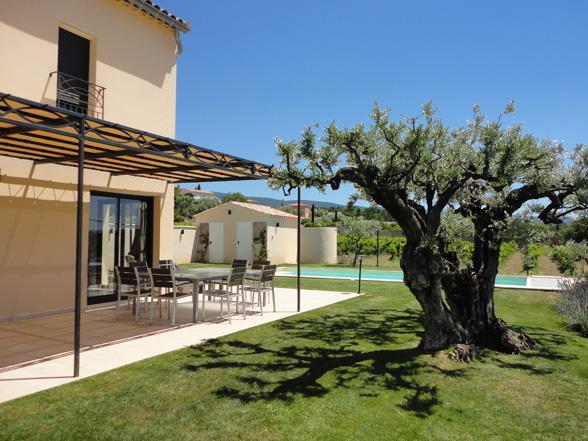 vakantie Provence villa huren aan de Ventoux met grote tuin, airco en verwarmd zwembad