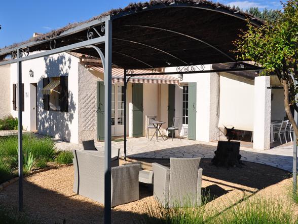 villa met omheinde tuin huren in stadscentrum van Vaison, Provence