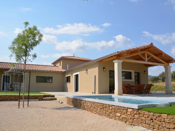 luxe vakantiehuis huren in de Provence voor 10 personen met airco en verwarmd zwembad, rustig gelegen tussen de wijngaarden