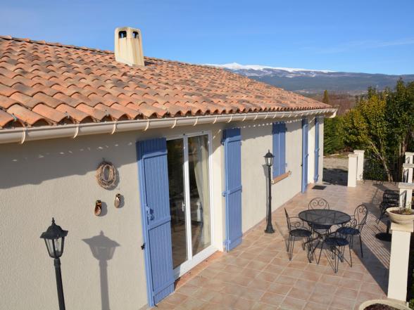 terras en Mont Ventoux op de achtergrond