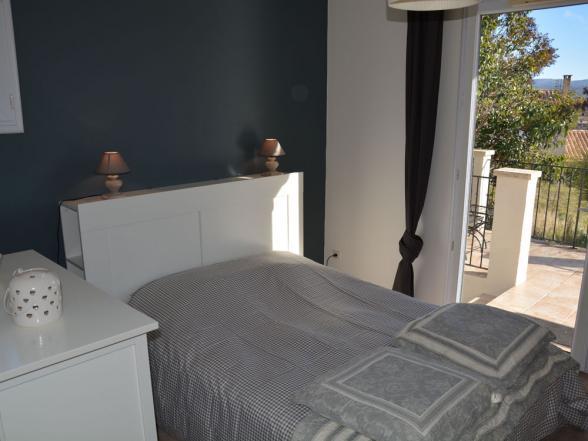 slaapkamer met zicht op Mormoiron