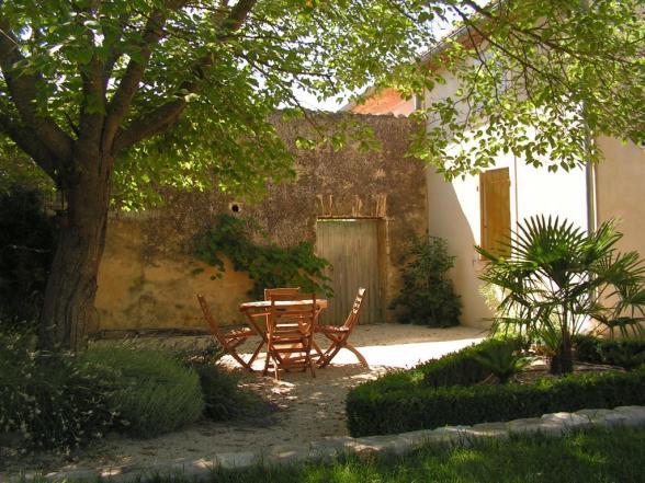 vakantiehuis met grote tuin in de buurt van Avignon