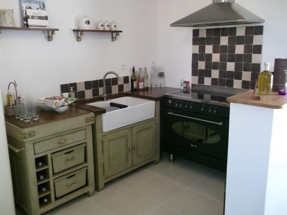 Vakantiewoningen provence mont ventoux rasteau vaucluse - Ingerichte keuken met geintegreerde tafel ...