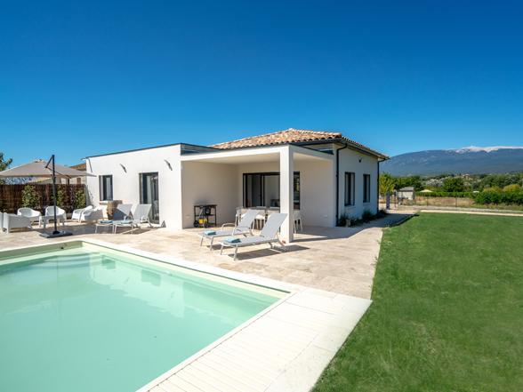 moderne gelijkvloerseen rolstoeltoegankelijke villa met airco en verwarmd zwembad te huur in Blauvac