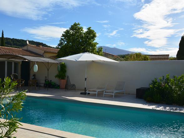moderne gelijkvloers huisje huren voor 2 personen met airco, jacuzzi en zwembad in Caromb