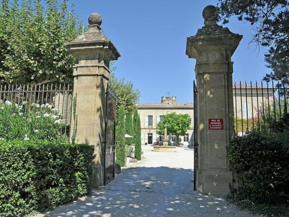 toegangspoort tot het binnenplein van het kasteel