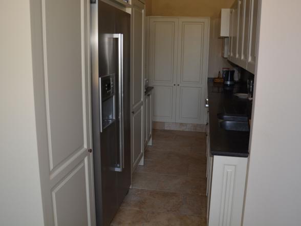 keuken met Amerikaanse frigo