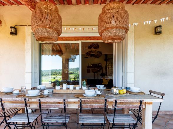 huis huren in Zuid-Frankrijk voor 10 personen met zwembad en prachtig uitzicht over de wijngaarden