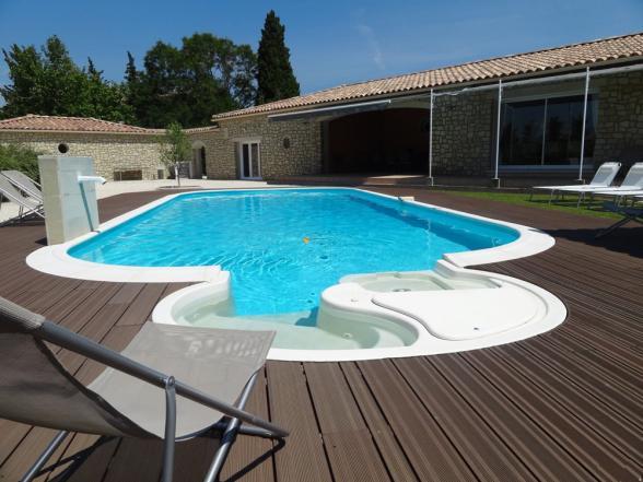 Vakantiehuizen provence mont ventoux gard castillon for Vakantiehuisjes met prive zwembad