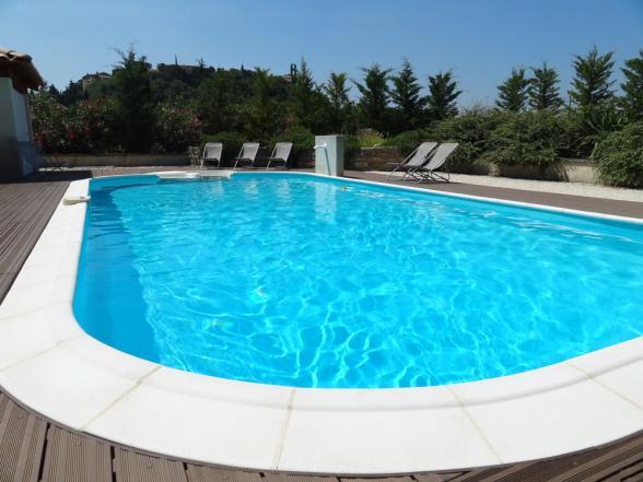verwarmd zwembad met jacuzzi gedeelte