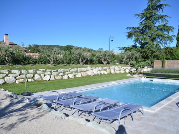 villa te huur in de Provence voor 8 personen, 4 slaapkamers en 4 badkamers