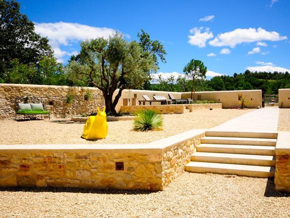 vakantie Provence grote villa huren aan de Ventoux met verwarmd privé zwembad