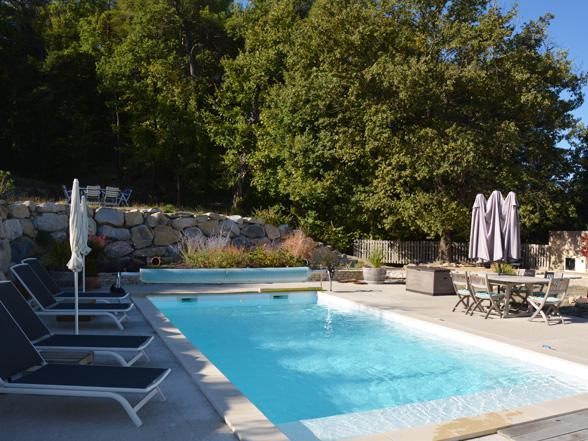 gite met zwembad te huur aan de Mont Ventoux voor 6 personen