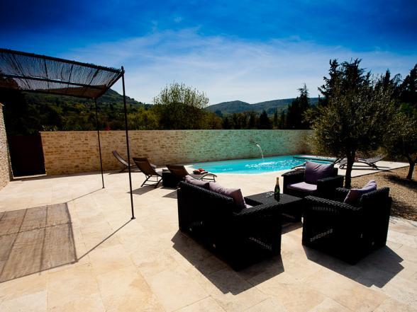 Vakantiewoning te huur met mooi verwarmd zwembad in de Provence