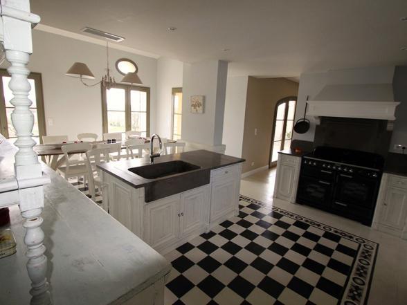 ruime, perfect uitgeruste keuken