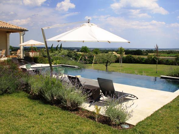 mooie tuin met tientallen Provençaalse planten