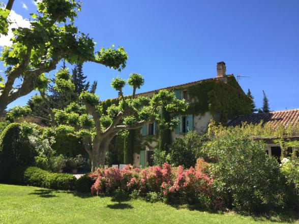 prachtige familiewoning met grote tuin en zwembad te huur in L'Isle-sur-la-Sorgue