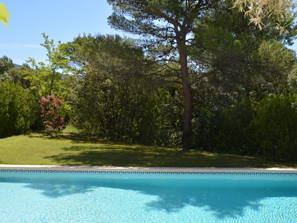 huis huren in de Provence met grote tuin en zwembad