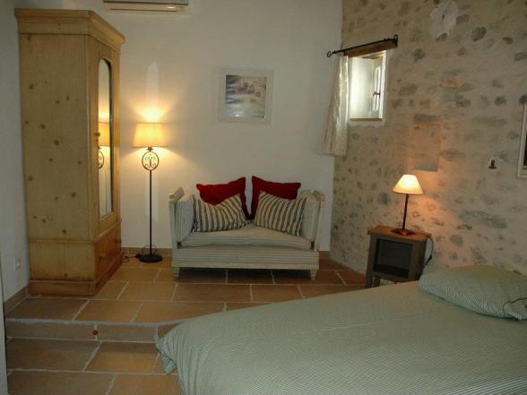 vakantiewoning Provence met 4 slaapkamers huren en grote tuin met zwembad
