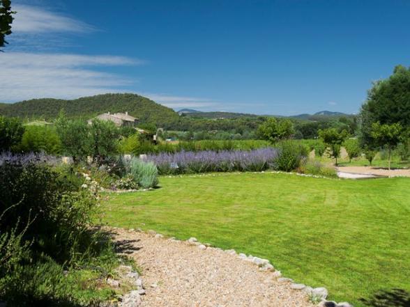 vakantievilla met grote tuin en zicht op Mont Ventoux