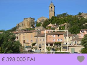 grote, gerenoveerde dorpswoning te koop in de Provence met ruim terras en prachtig zicht op de streek