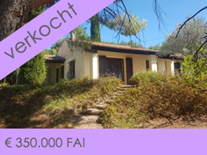 te renoveren huis kopen met prachtig uitzicht op de Mont Ventoux en groot zwembad