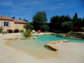 modern huisje / gîte huren met airco voor vakantie met kinderen in de Provence aan de Ventoux met een groot zwembad