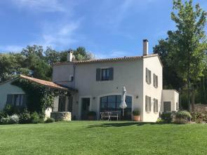 luxe vakantiehuis van Vlamingen / Belgen in de Luberon, Provence huren met grote tuin en privé zwembad
