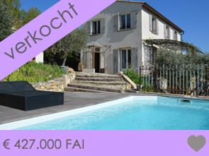 moderne Provençaalse villa met zwembad en olijfgaard, rustig gelegen tussen de groene heuvels met mooie uitzichten, o.a. op het kasteel van Le Barroux