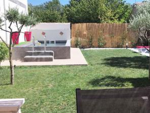 gîte huisje huren voor 2 à 4 personen met airco, 1 slaapkamer, een moderne badkamer en een privé zwembad