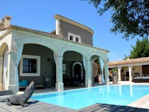 luxe villa for rent te huur voor 12 personen met zicht op de Pont du Gard