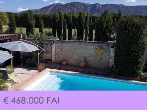 grote woning villa te koop in de Luberon met appartement en zwembad