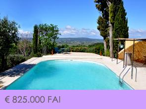 aankoop grote villa met zwembad en prachtig zicht op de omgeving in de Provence, Zuid-Frankrijk