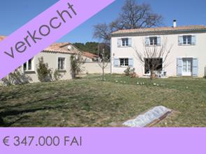 aankoop grote woning met 6 slaapkamers en prachtig zicht op de omgeving in de Provence, Zuid-Frankrijk
