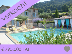 authentieke provençaalse mas kopen met zwembad tussen de wijngaarden in Sablet, Zuid-Frankrijk