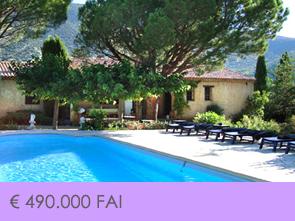huis te koop in de Luberon van Vlamingen met zwembad en zicht op de Colorado Provencal