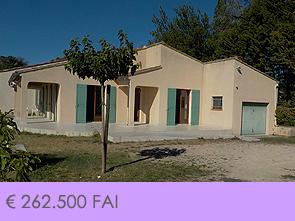 gelijkvloerse woning kopen in de Provence met garage, poolhouse en tuin
